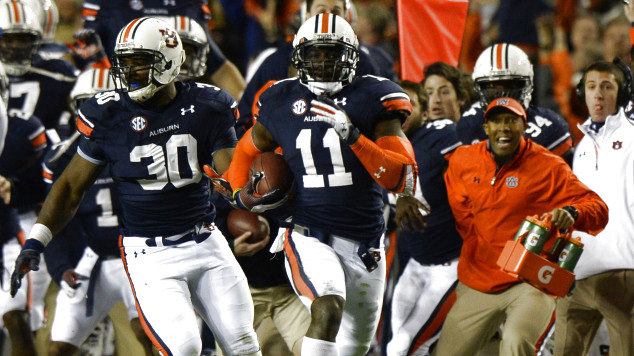 a88567736fbc63 Chris Davis runs to glory with his 109-yard field goal return to win the 2013  Iron Bowl