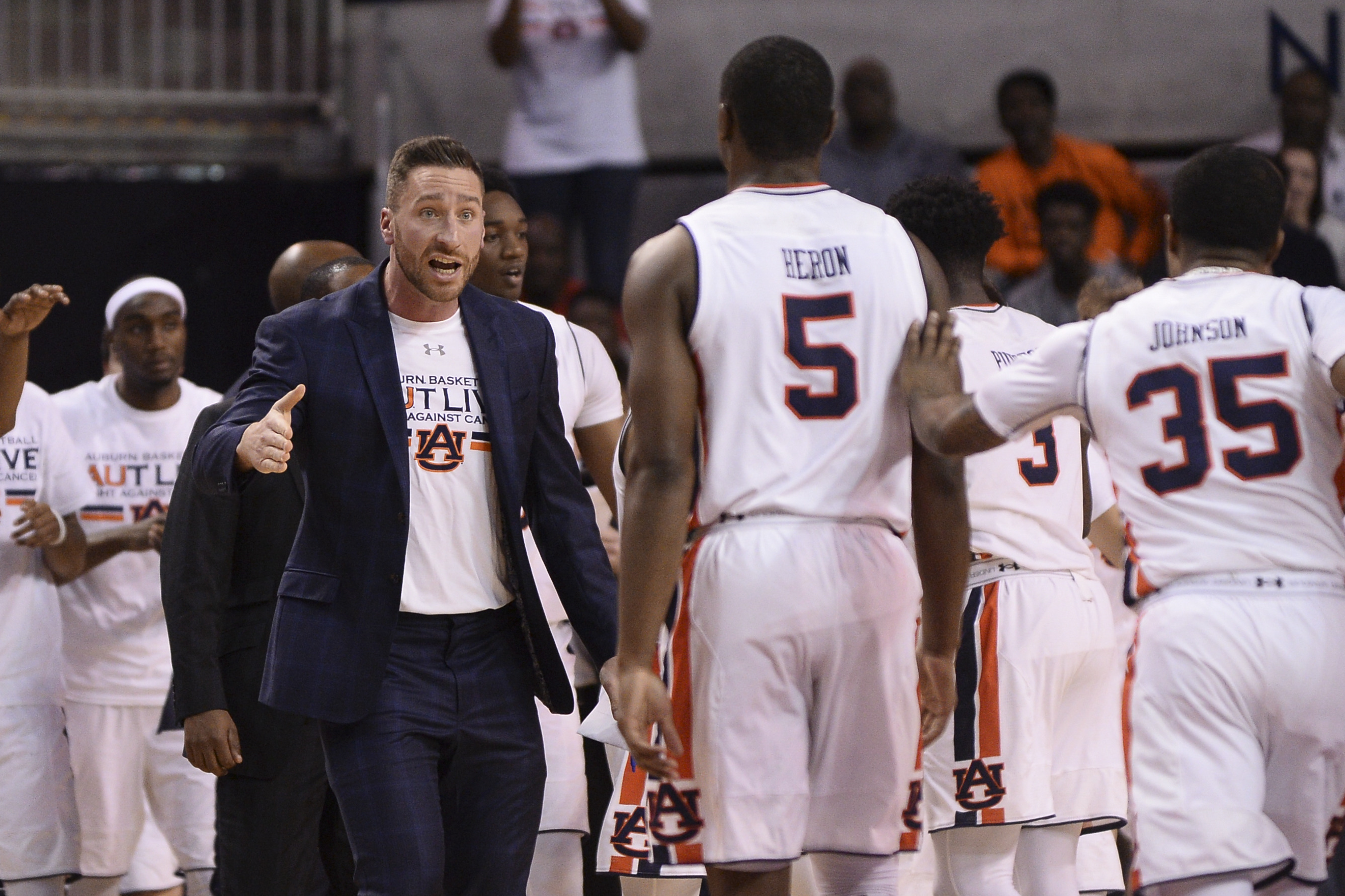 Auburn S Steven Pearl Promoted To Basketball Assistant Coach