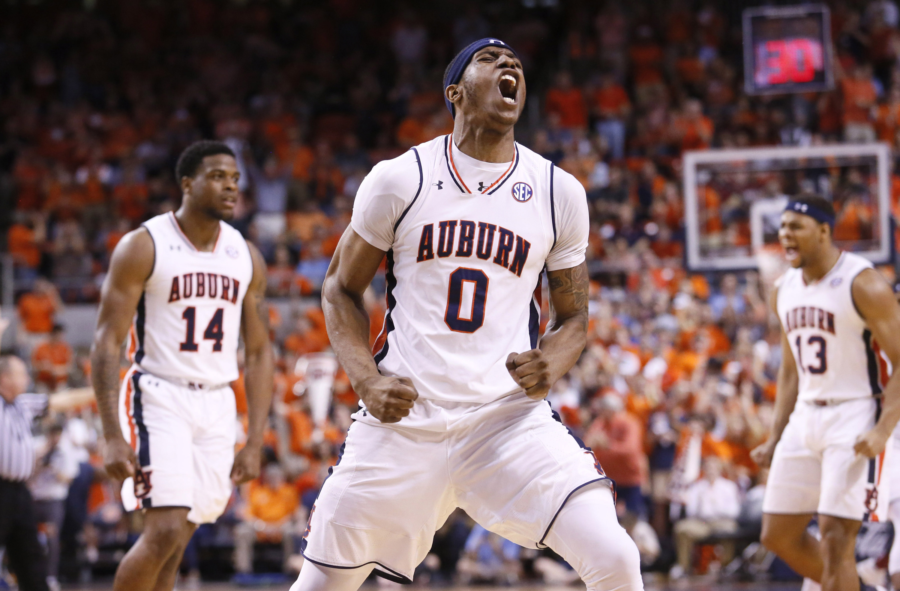 Shorthanded Auburn Routs Alabama Closes In On Sec Title