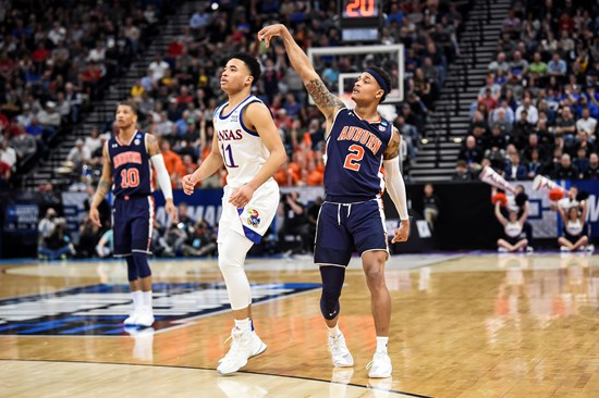 Sweet 16 Auburn Races Past Kansas 89 75 In Ncaa Tournament